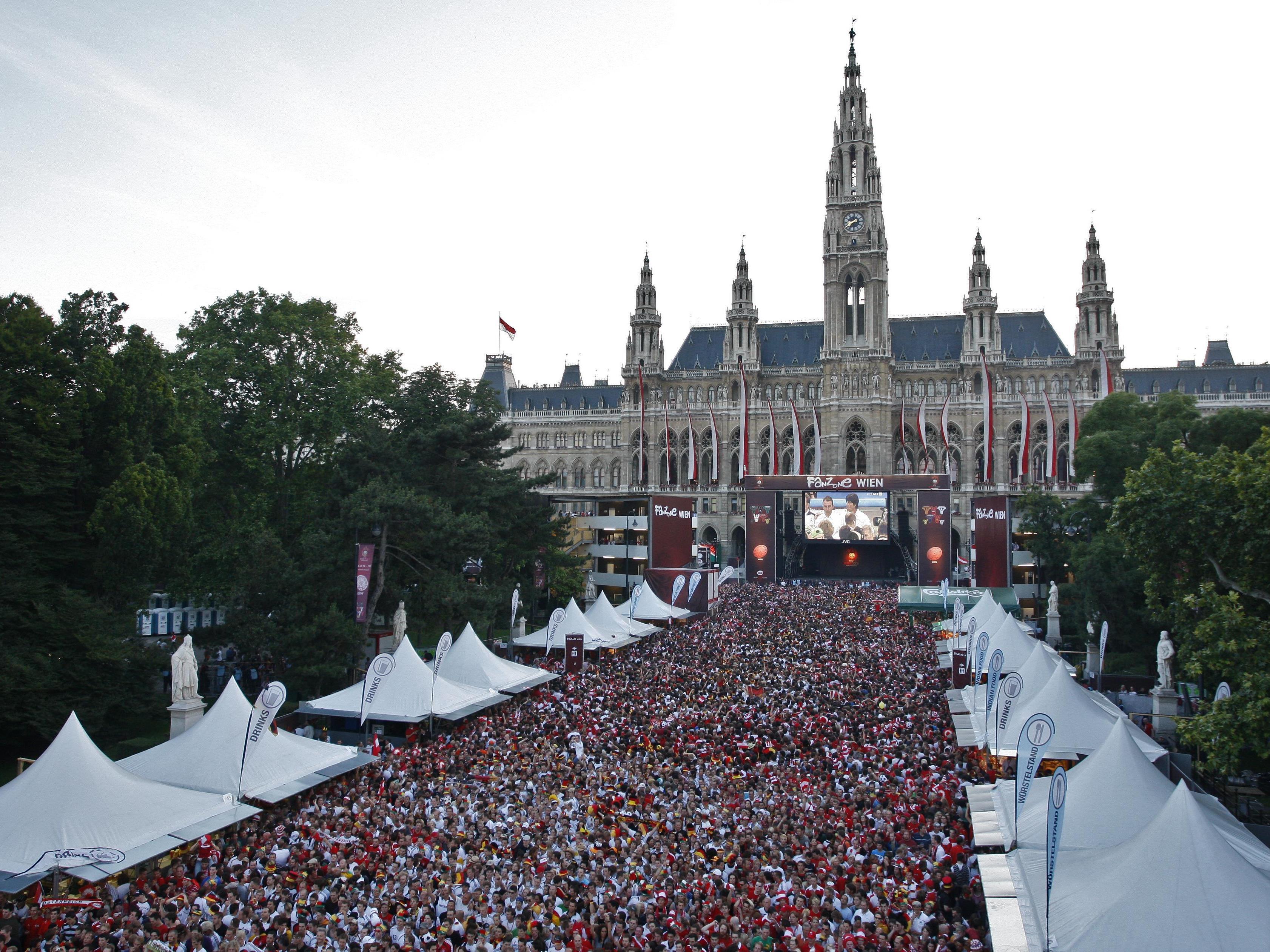 Der Rathausplatz wird im Juni zur Fußball-Fanzone.
