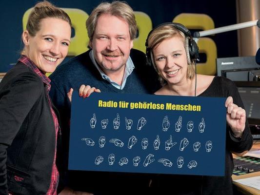 Niki Fuchs, Wolfgang Walluch und Irene Pravits präsentieren das Projekt.