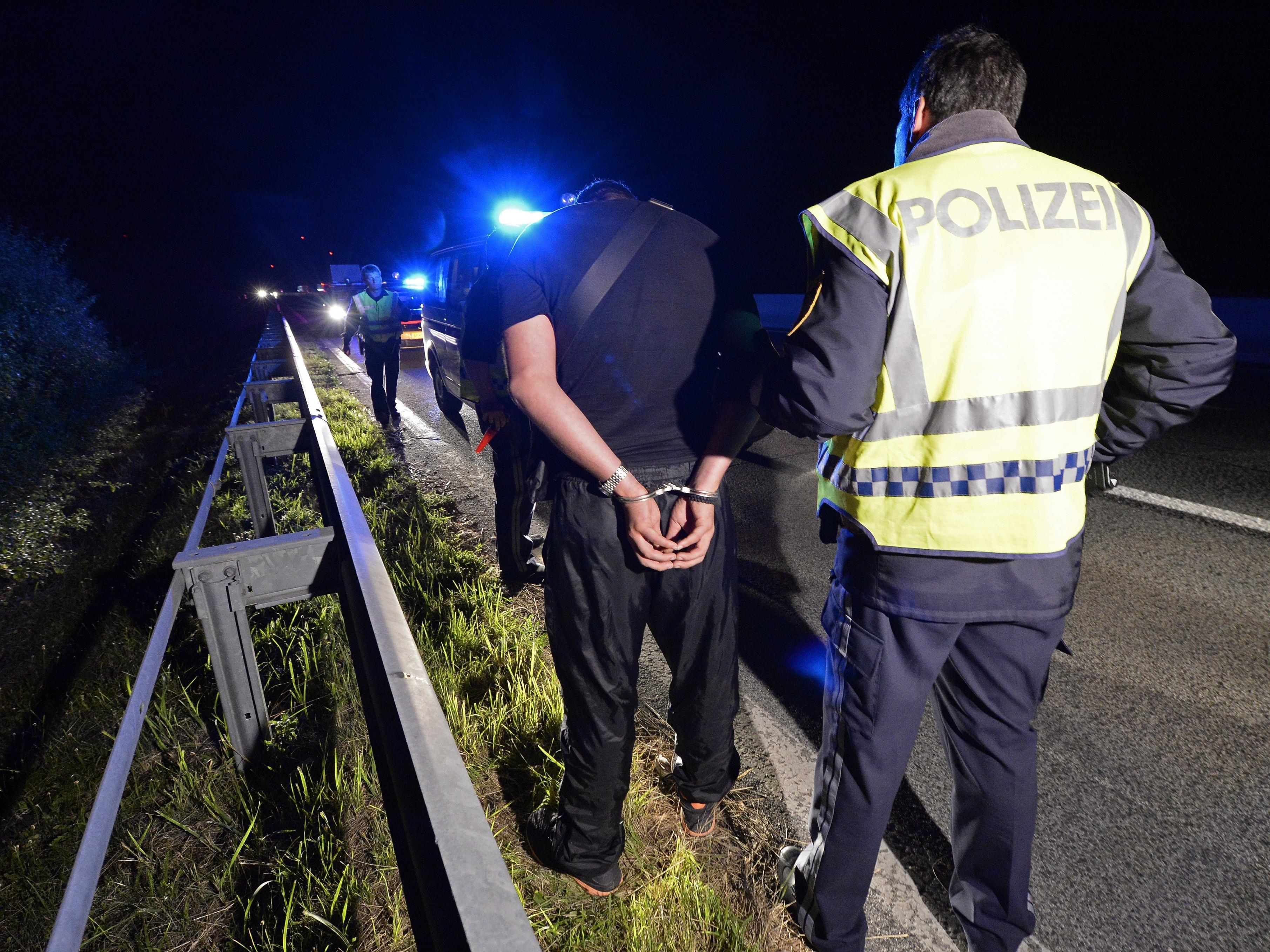 Zwei mutmaßliche Schlepper wurden im Bezirk Neusiedl am See verhaftet.