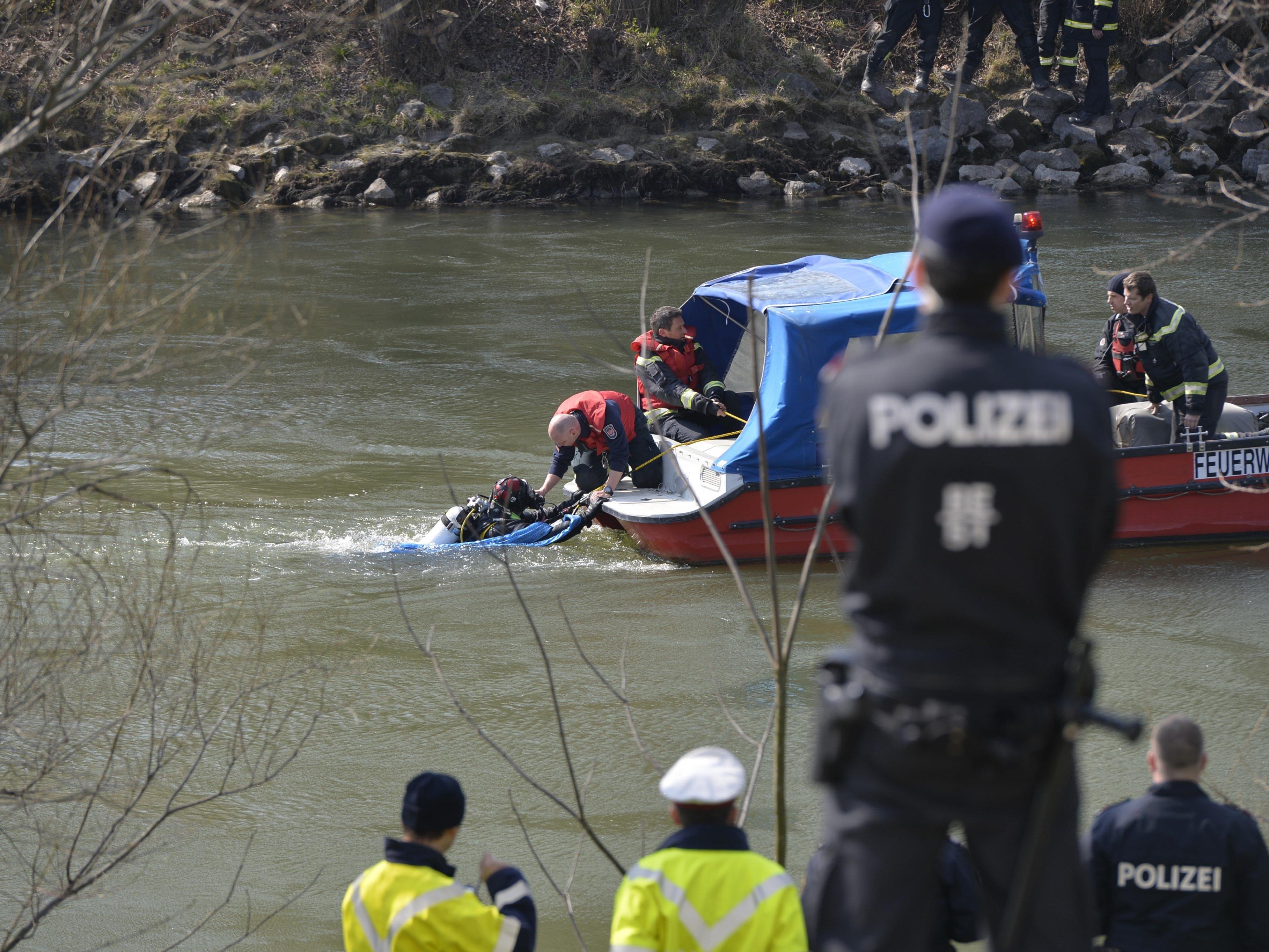 Auto mit Lenker in Wiener Donaukanal gestürzt