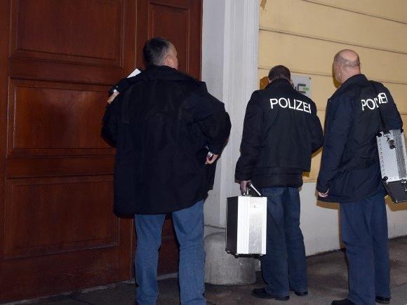 Die Ermittler von dem Haus des ermordeten Au-pair-Mädchens in Wien-Wieden.
