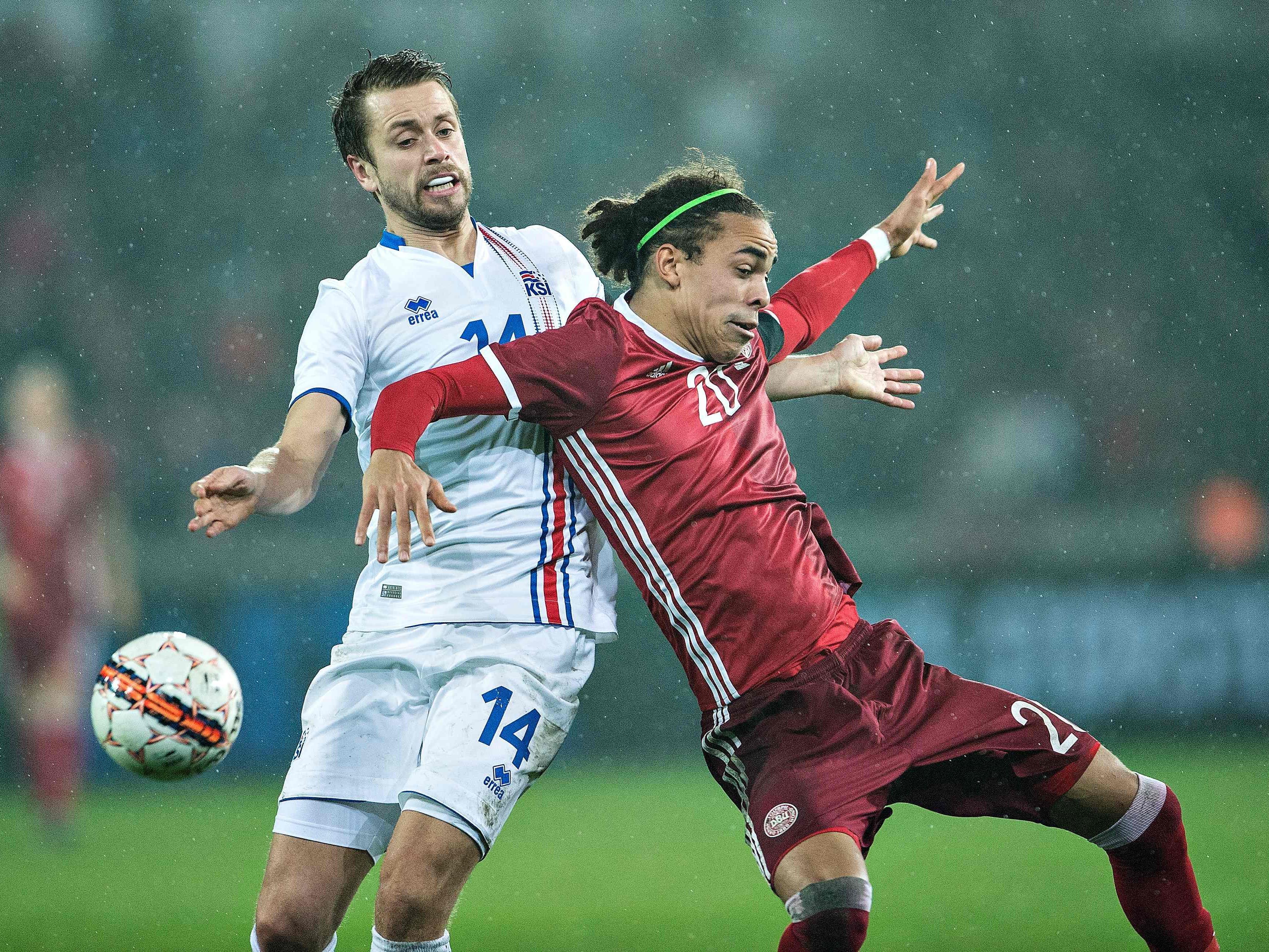 Der Däne Yussuf Poulsen (r.) machte ein starkes Spiel.