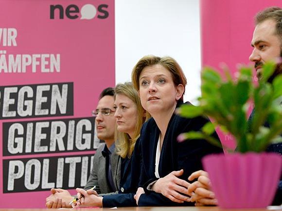 Die NEOS wollen eventuell einen BP-Kandidaten unterstützen