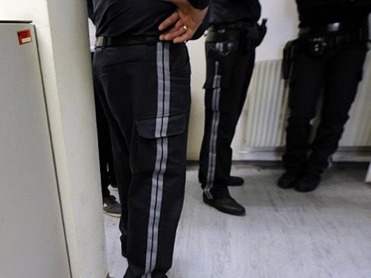 Der 18-Jährige stellte sich der Wiener Polizei