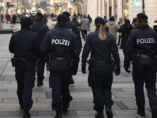 Ein größeres Polizeiaufgebot soll in Brigittenau deeskalierend wirken