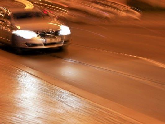 Wien Favoriten: Illegales Straßenrennen von zwei Probeführerscheinbesitzern