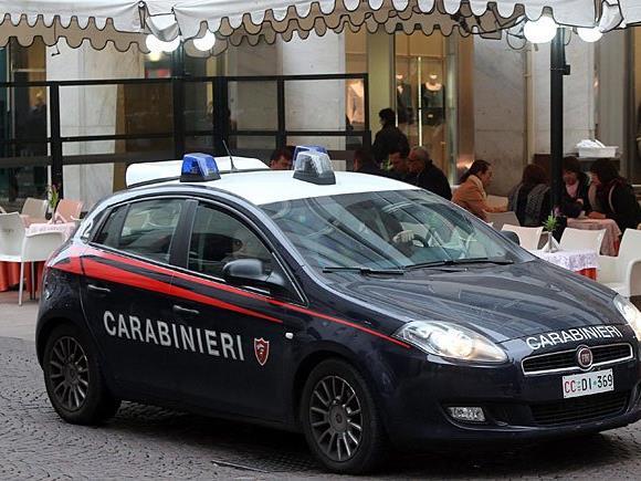Die Carabinieri hatten mit dem betrunkenen Wiener alle Hände voll zu tun