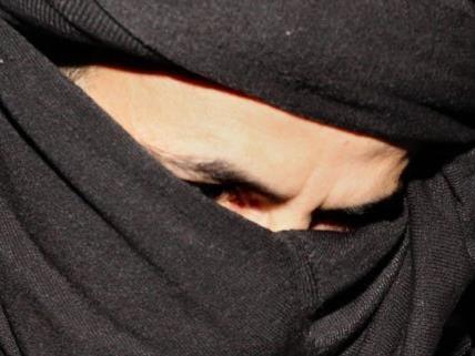 Zwei in Salzburg verhaftete Flüchtlinge sollen in Wahrheit Terroristen sein.
