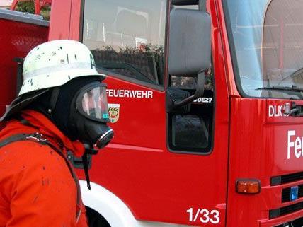 die Feuerwehr rückte unter Atemschutz aus