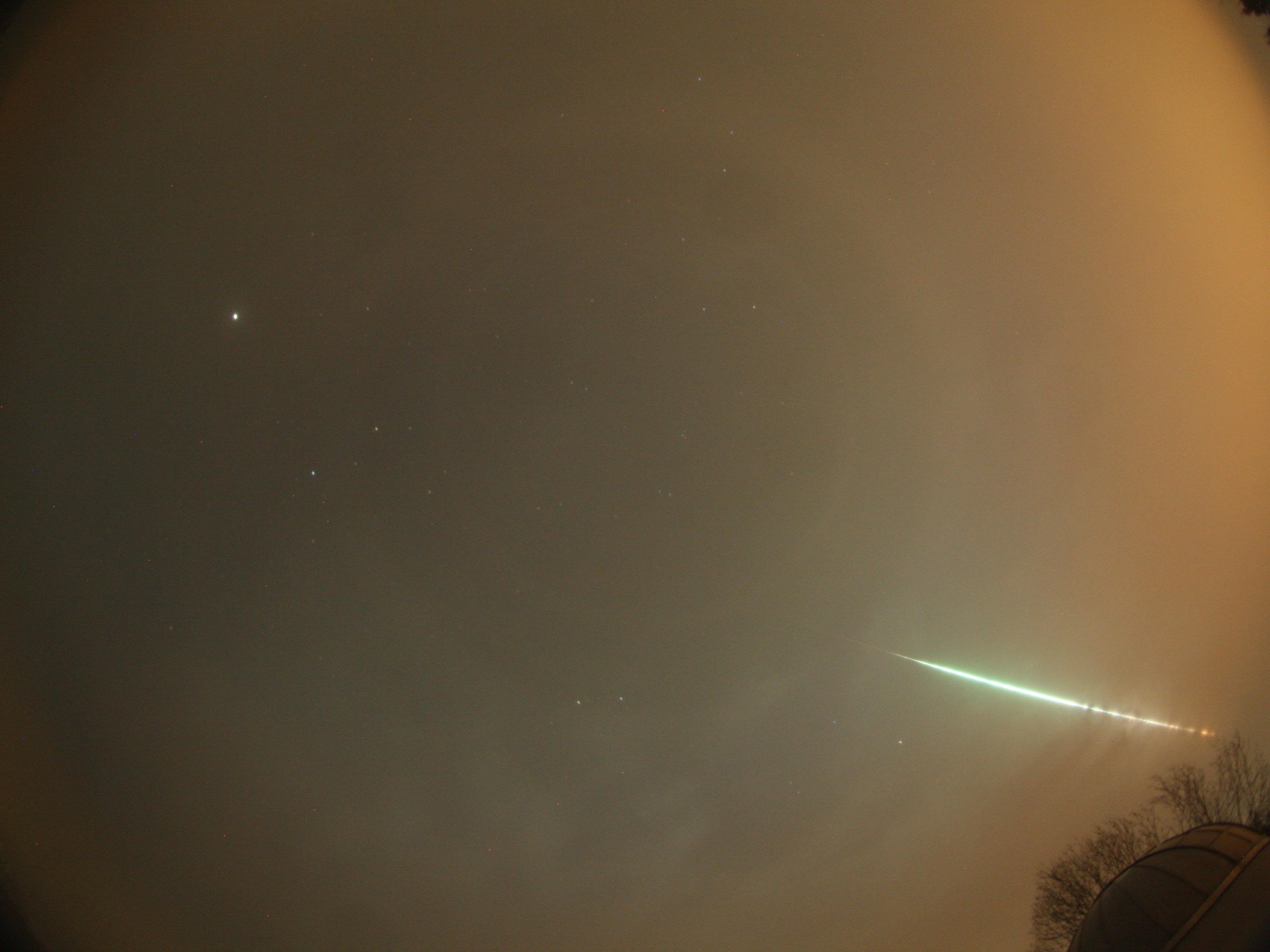 Eine besonders helle Sternschnuppe hat in der Nacht zum Montag, 7. März 2016, in Süddeutschland für Aufsehen gesorgt.