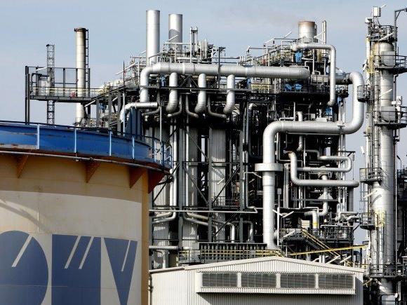 Wird geputzt: Die OMV-Raffinerie in Schwechat