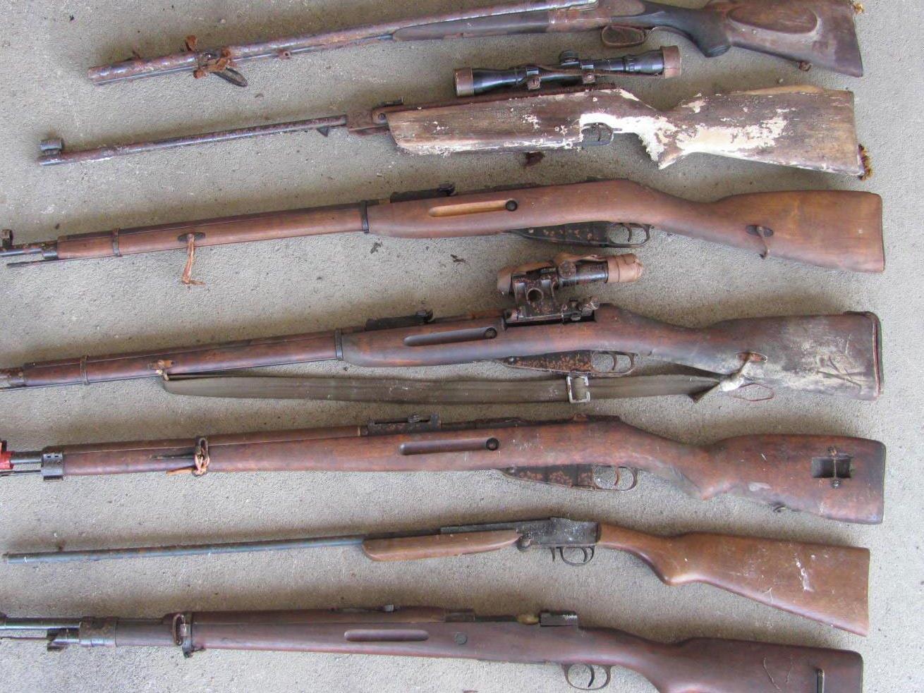 Ein Teil der gefundenen Waffen im Burgenland.
