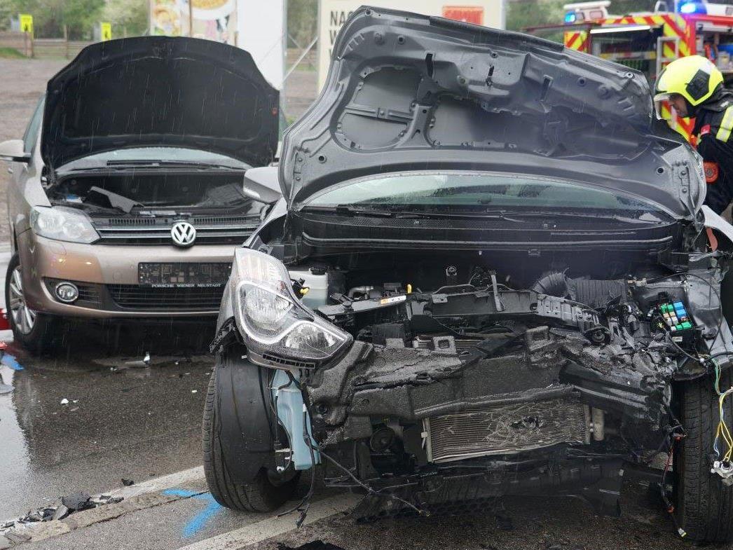 Die beiden Unfallautos in Kottingbrunn.