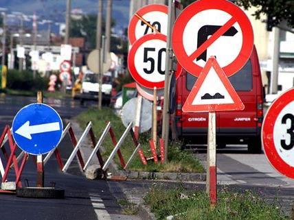 Autofahrer müssen mit Staus durch Bauarbeiten auf der A22 rechnen.