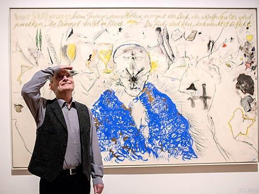 Günter Brus in seiner aktuellen Ausstellung in Berlin