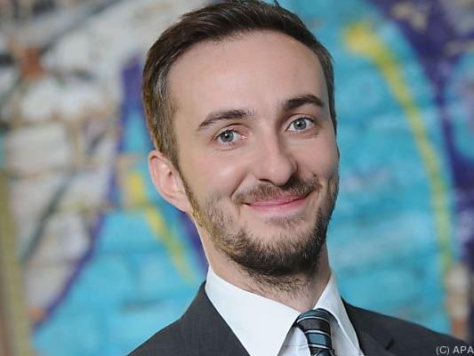 Jan Böhmermann hält deutsche Regierungsspitze auf Trab