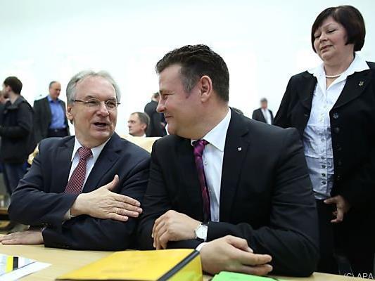 Haseloff (l.) führt Koalition in Sachsen-Anhalt an