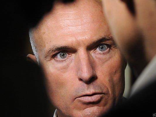 Minister Klug will die Forschung vor den Vorhang holen