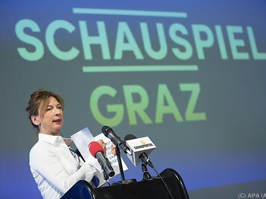 Intendantin Iris Laufenberg stellt das Program vor