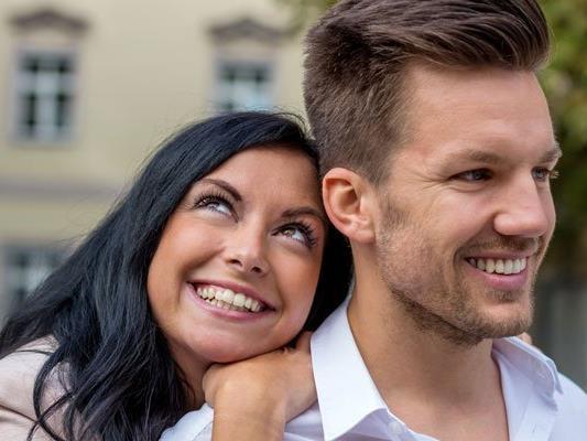 Drei Viertel der Österreicher glauben noch an die große Liebe.