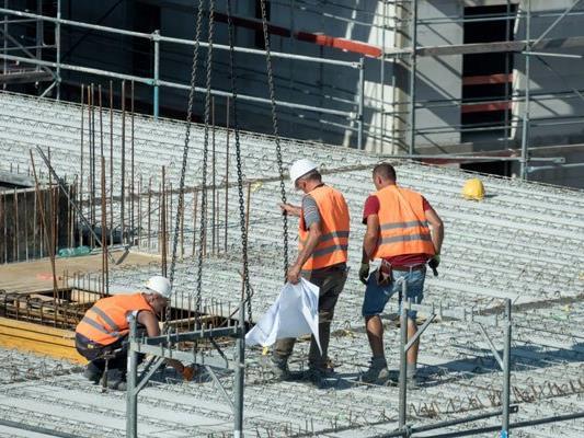 In Österreich gibt es weniger Arbeitsunfälle.