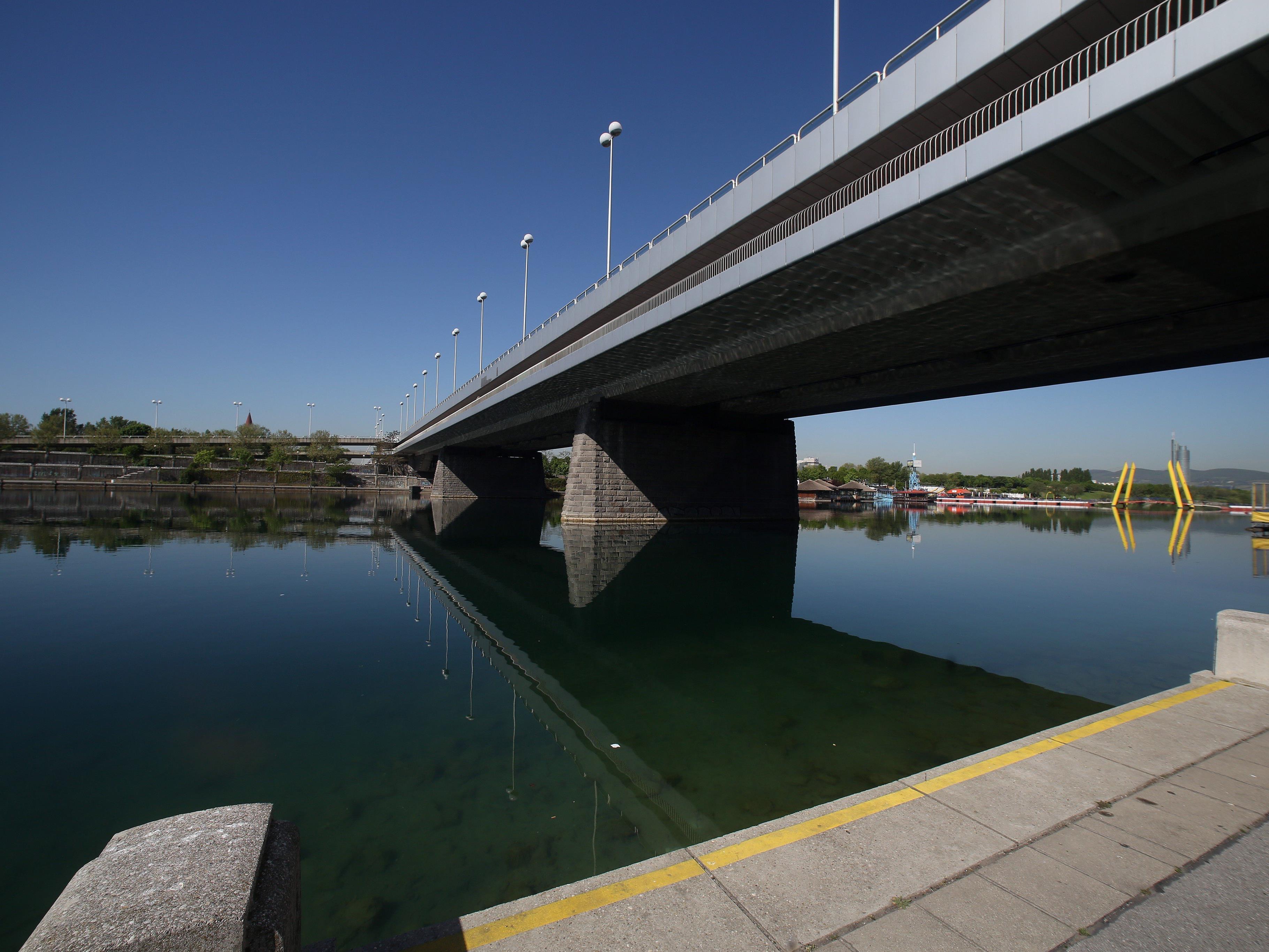 Die Reichsbrücke wird im Jahr 2016 saniert.