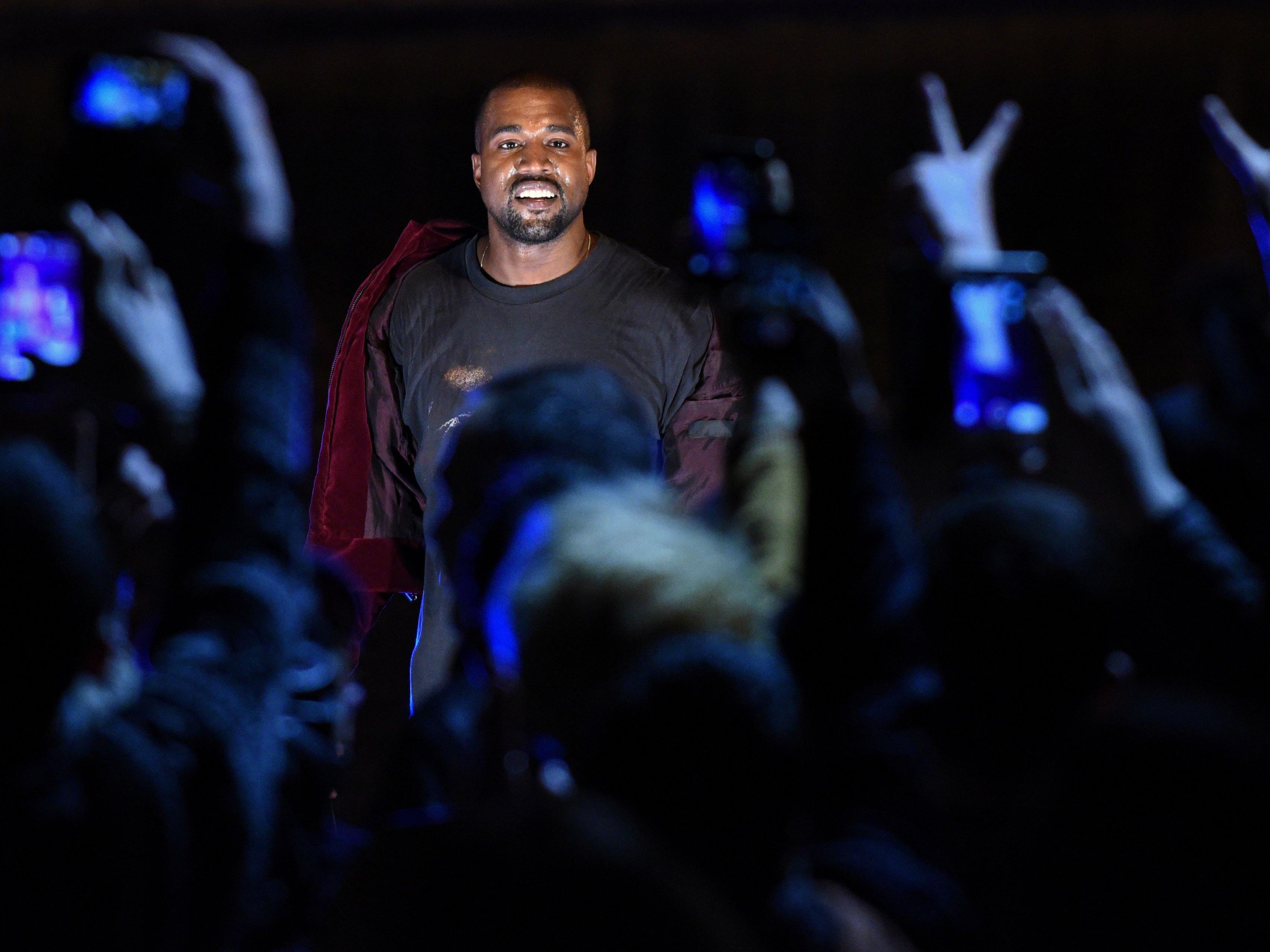 Als erster Künstler erreicht Kanye West mit Streaming-Album Platz eins der US-Charts.