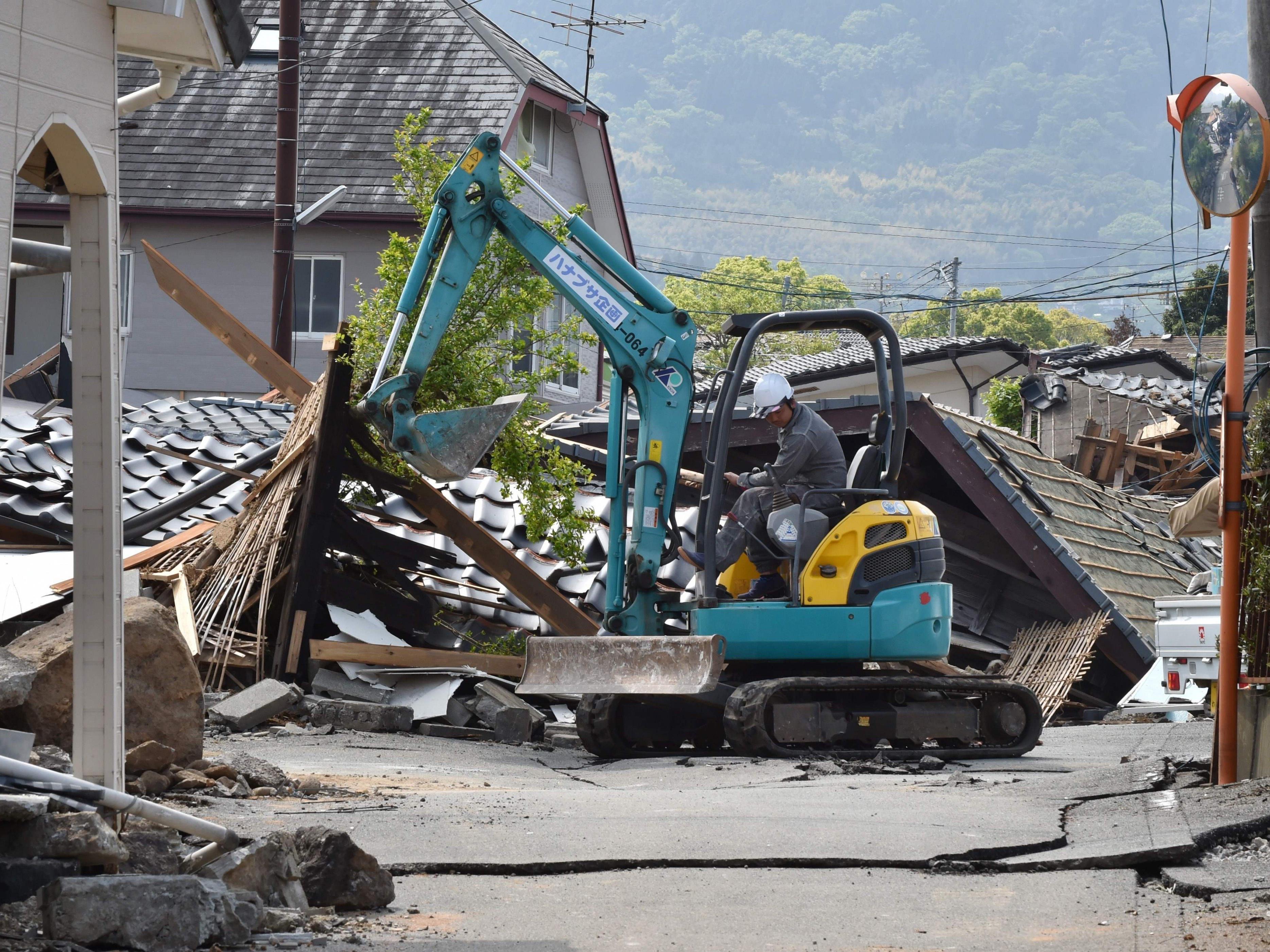 Die Suche nach Vermissten wird nach den Erdbeben in Japan fortgesetzt