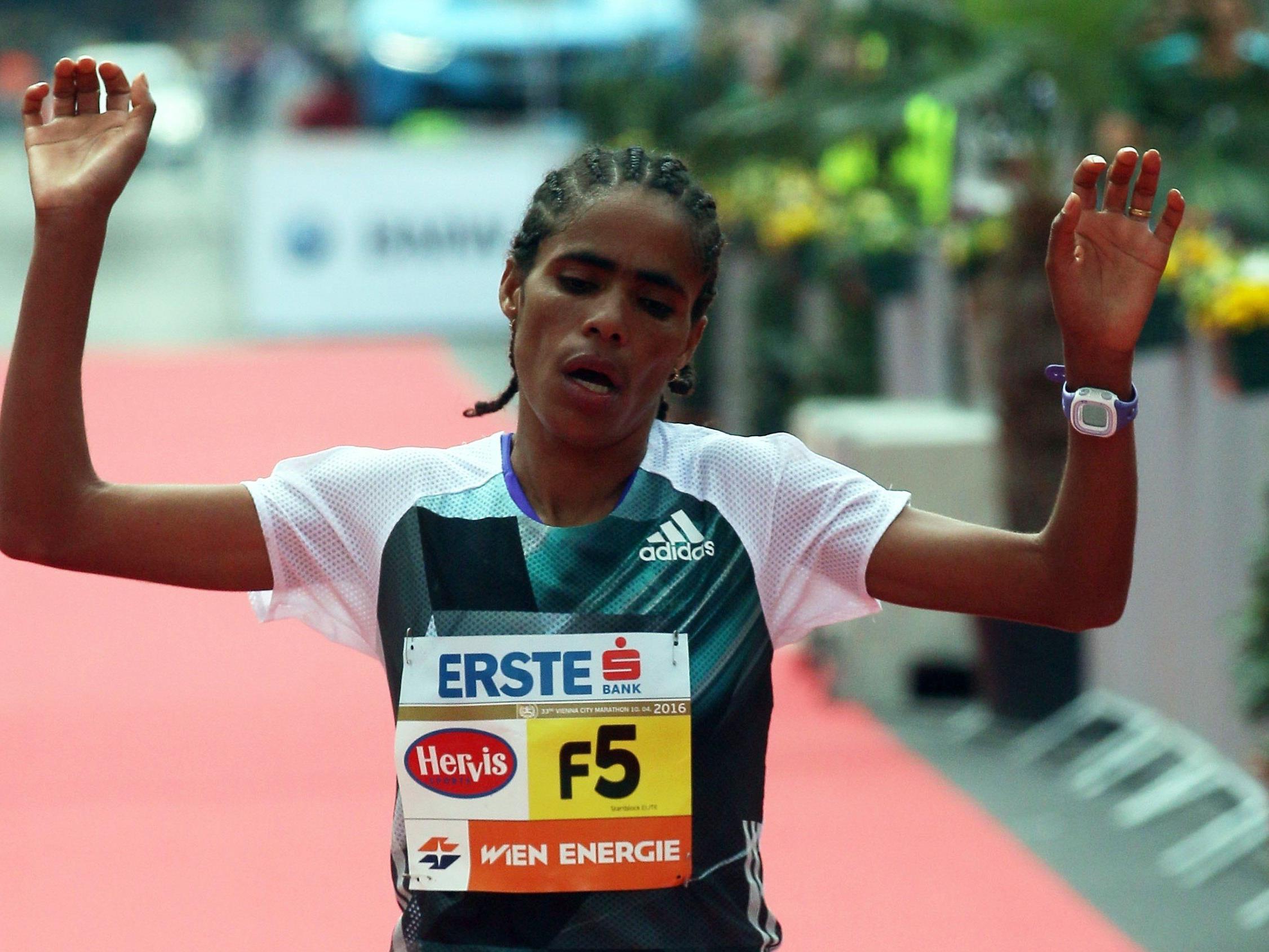 Shuko Genemo gewinnt den Wien-Marathon 2016.