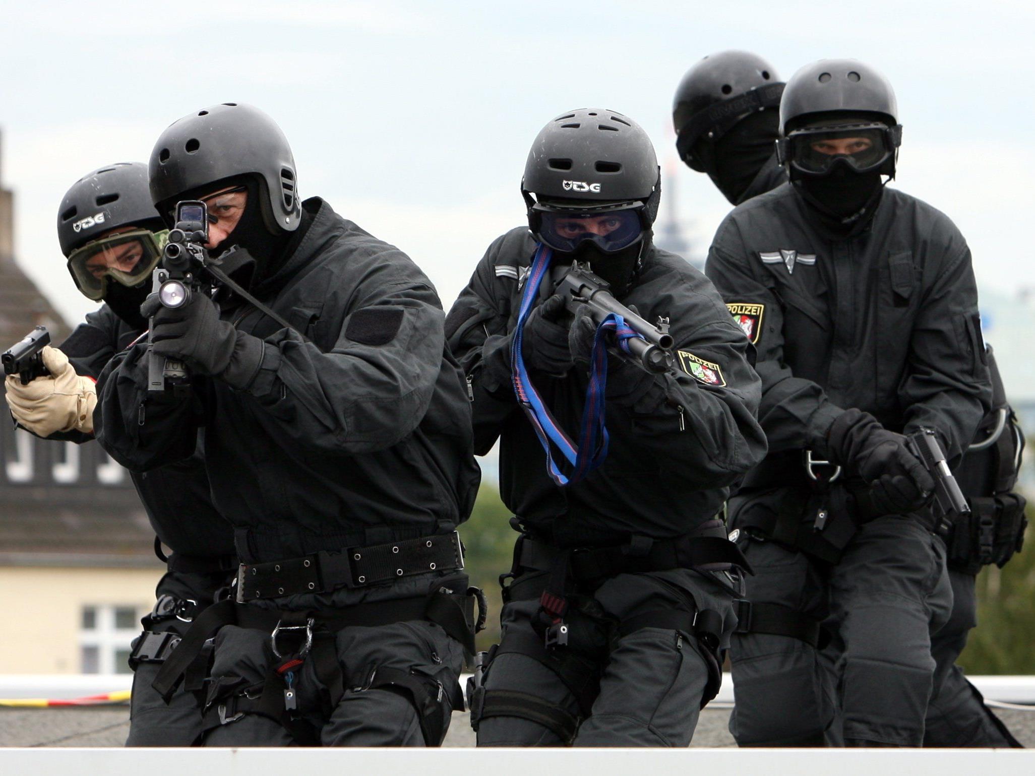 SEK-Beamte waren bei den FEtsnahmen und Razzien im Einsatz.