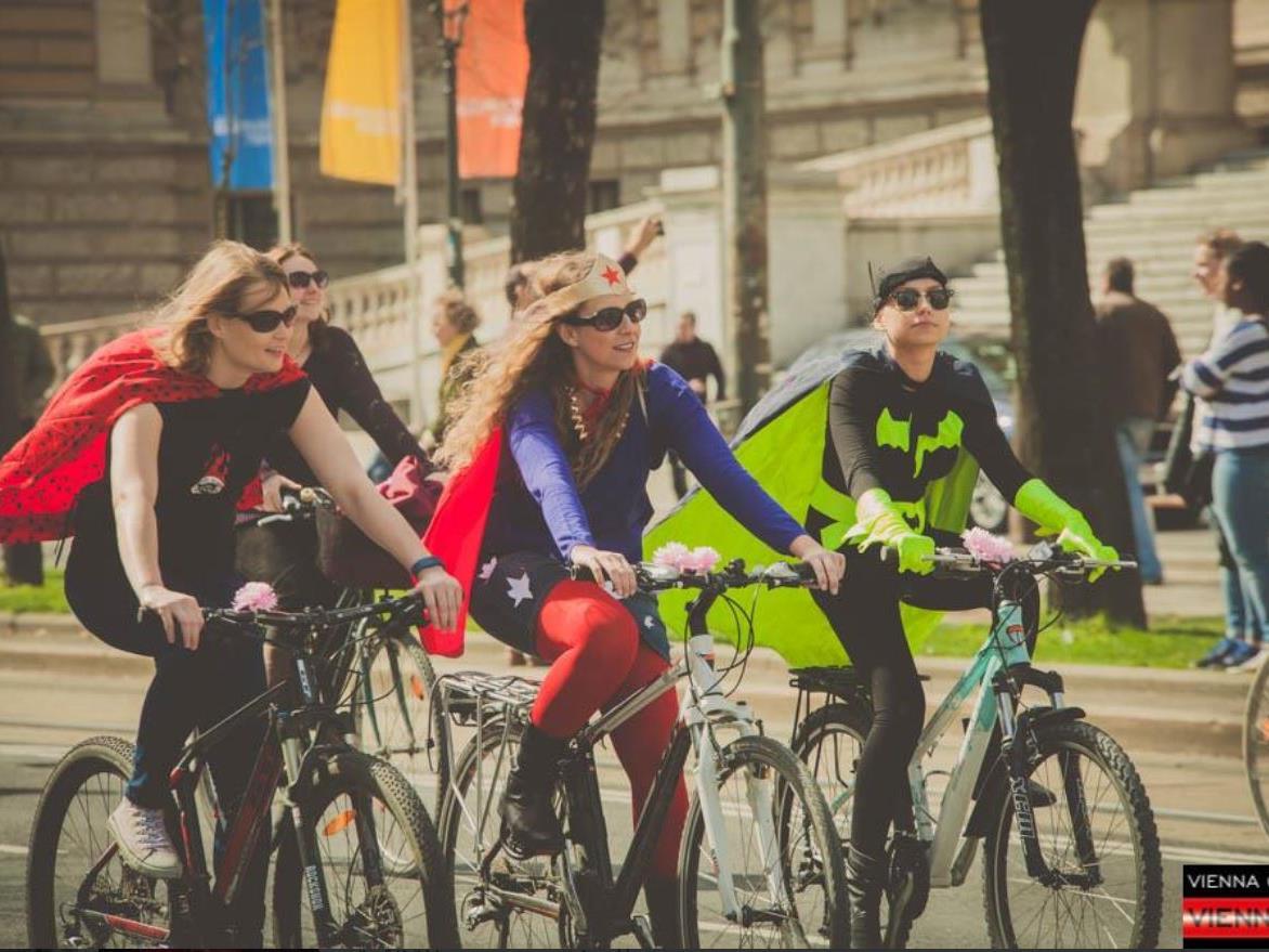 Kreative Kostüme gab es auf der Wiener Radparade 2016 zu sehen.