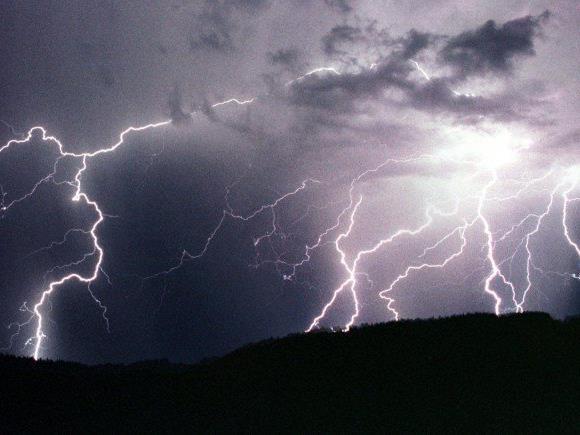 Zahlreiche Blitze über Österreich am Mittwochabend