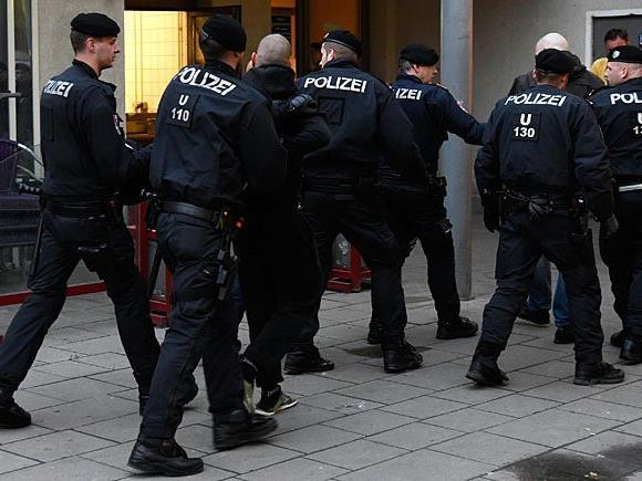Die Wiener Polizei nahm in Floridsdorf drei Demonstranten aus dem Lager der FPÖ fest