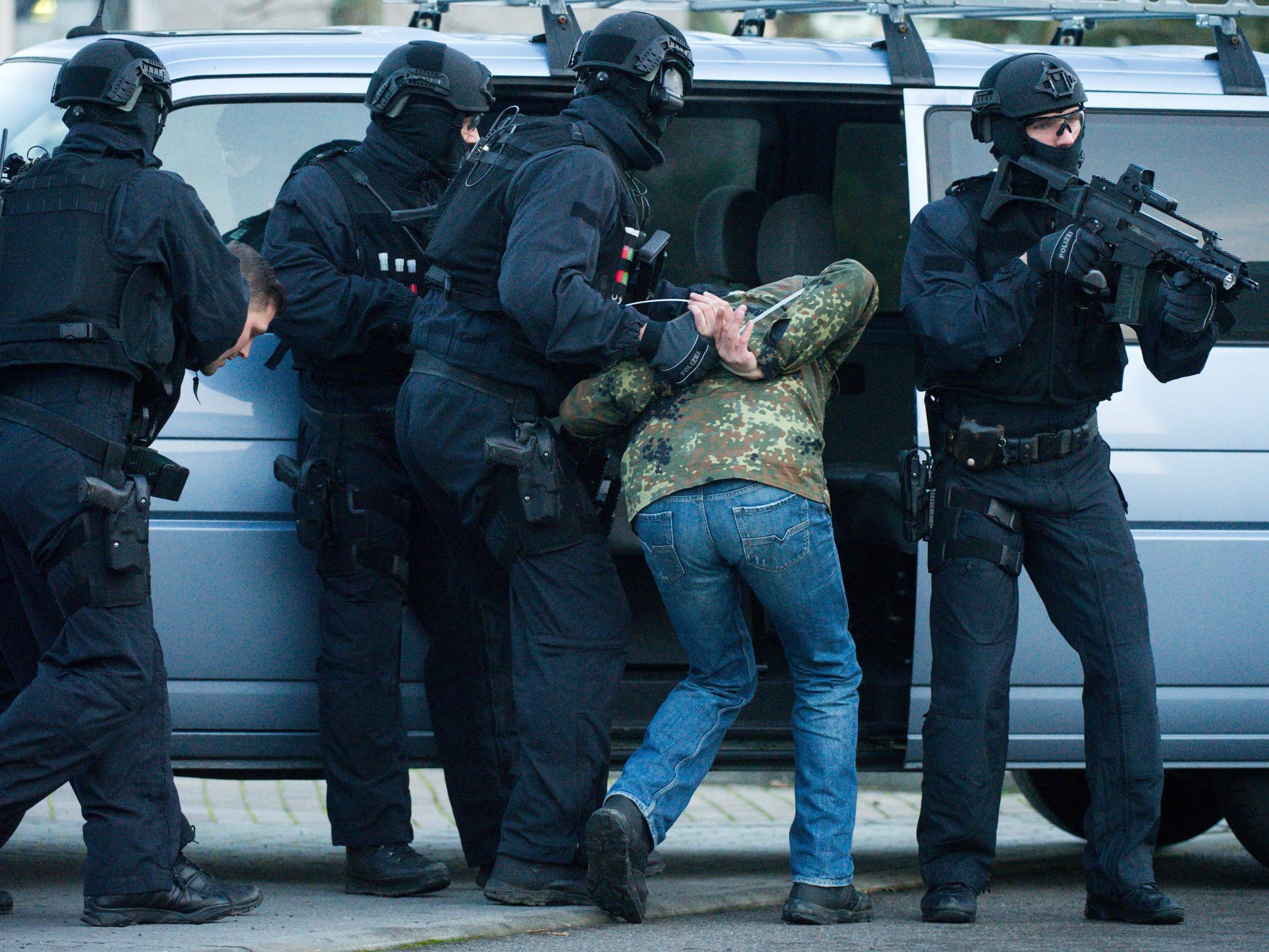 Razzia gegen Rechtsterroristen in Freital. (Themenbild)