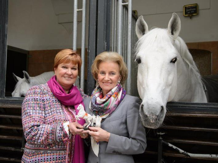 Olympiasiegerin im Dressurreiten Sissy Max-Theurer und Generaldirektorin der Spanischen Hofreitschule Elisabeth Gürtler.