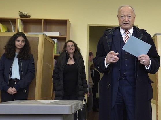 Andreas Khol bei der Stimmabgabe