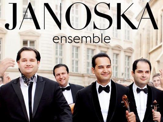 Das Janoska Ensemble spielt im Konzerthaus auf.