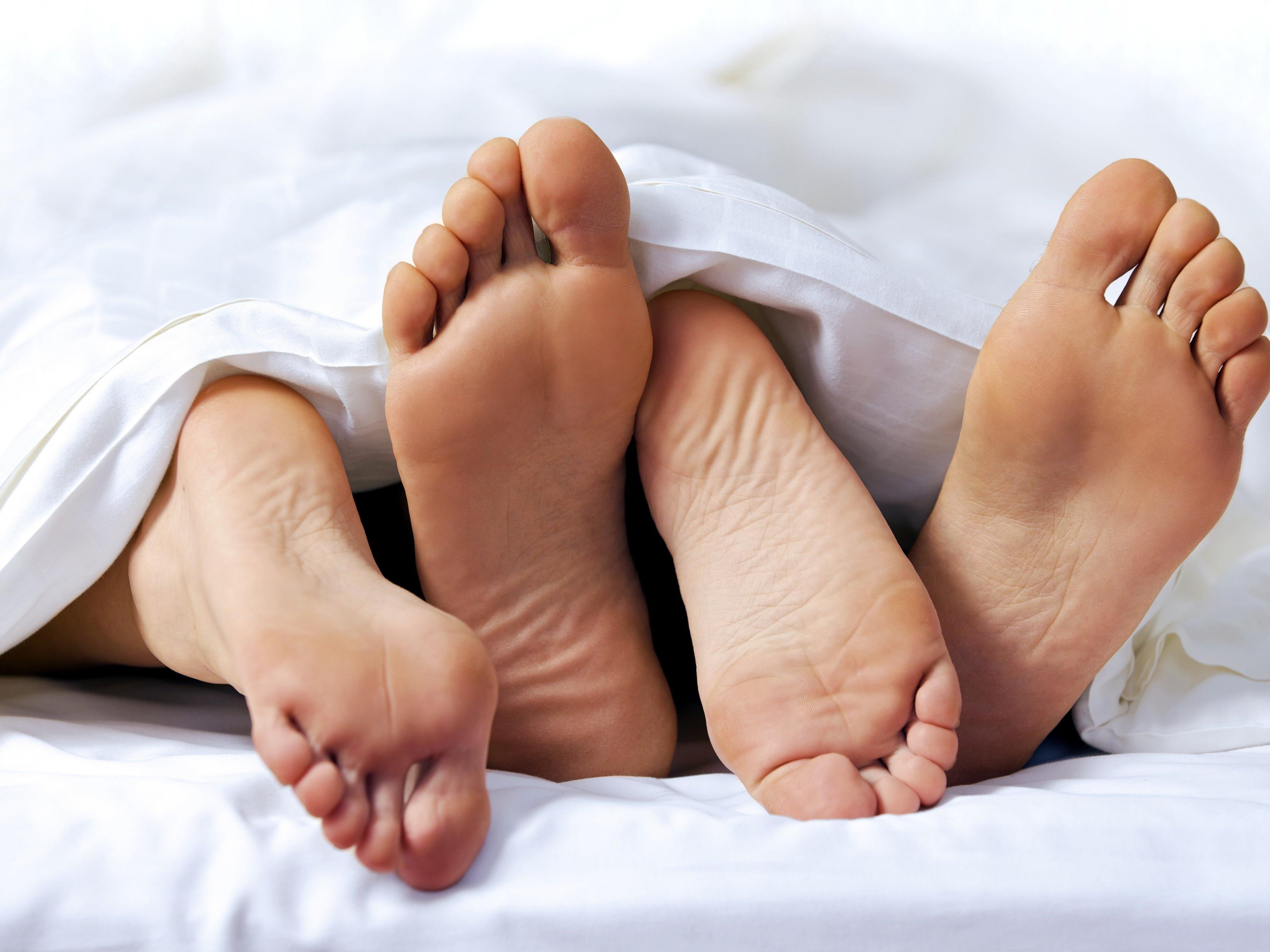 Wie alt Jugendliche beim ersten Mal sind, bestimmen zu 25 Prozent die Gene.