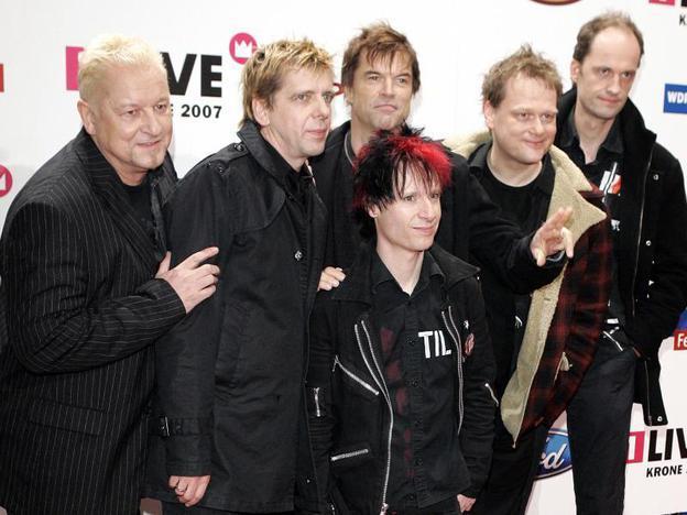 Die Hosen trauern um ihren früheren Drummer (im Bild ganz links).