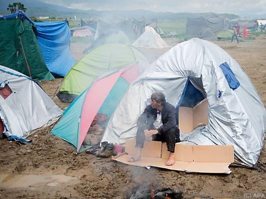 In Idomeni harren noch immer knapp 10.000 Menschen aus