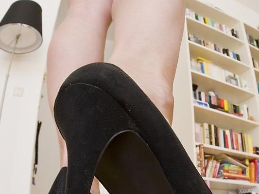 Frauen sollen nicht gezwungen werden, High Heels zu tragen