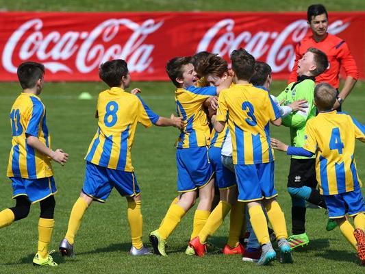 Riesenfreude bei den Nachwuchskickern der Vienna über den Sieg im Wiener Landesfinale.