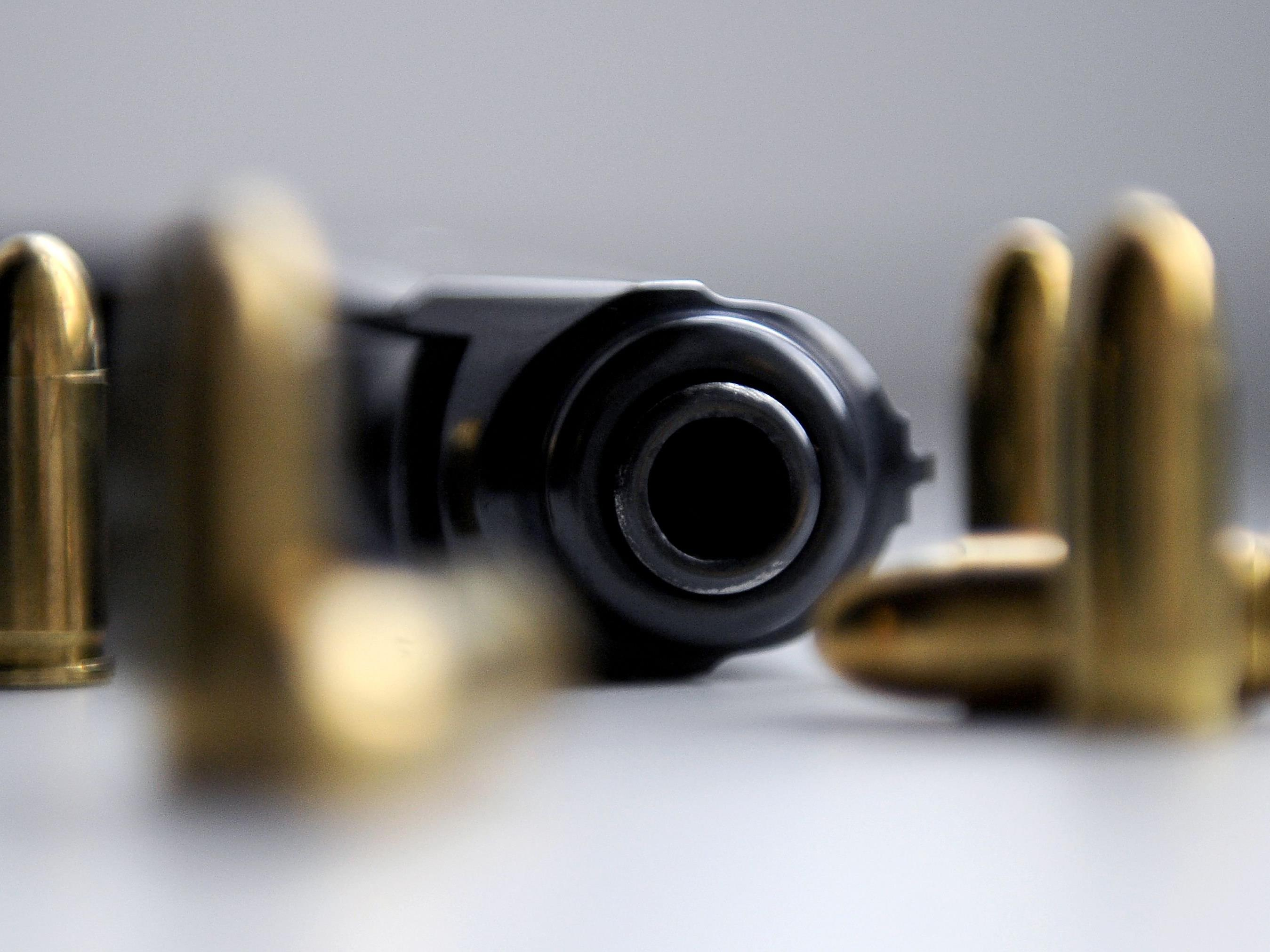 In Lindau wurde ein Vorarlberger mit Pistole und Messer im Gepäck kontrolliert.