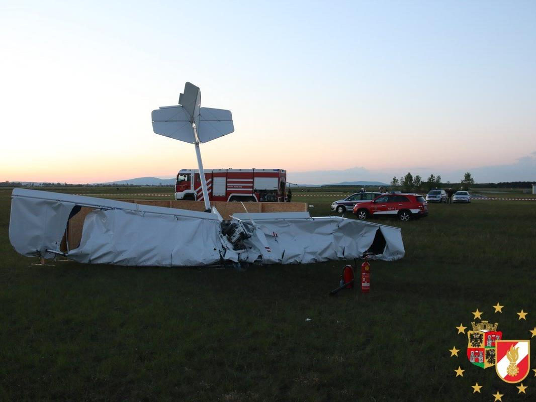Am Freitagabend stürzte das Leichtflugzeug in Wiener Neustadt ab.