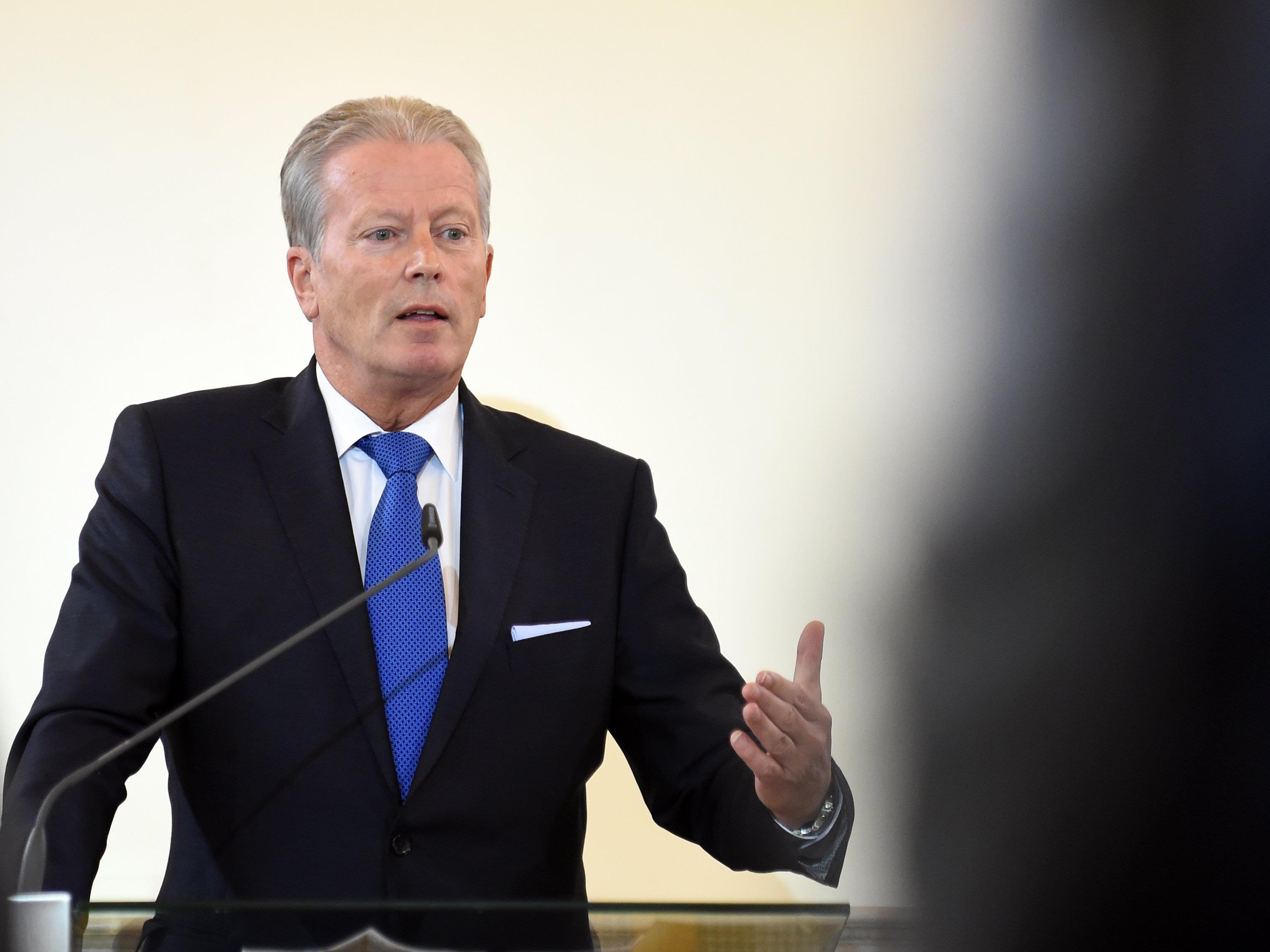 Vizekanzler Mitterlehner sieht nach dem Rücktritt von Werner Faymann keinen Grund für Neuwahlen.