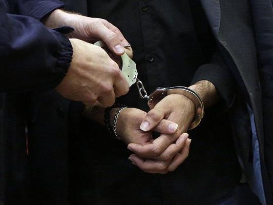 Der schlafende Einbrecher wurde festgenommen.