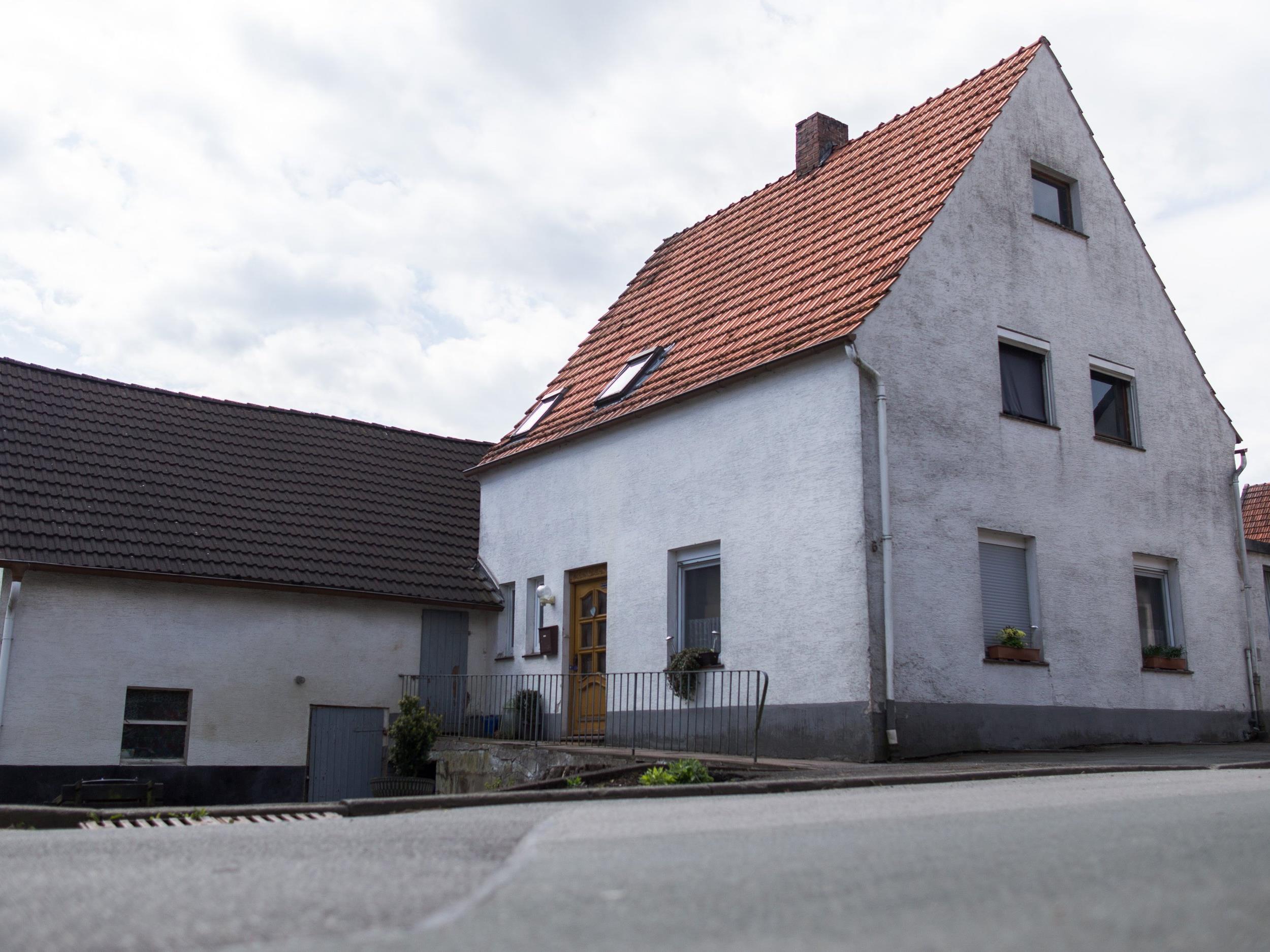 """Weitere Frauen wurden dort misshandelt - Gesamtes Haus wird """"quadratzentimeterweise"""" abgesucht."""