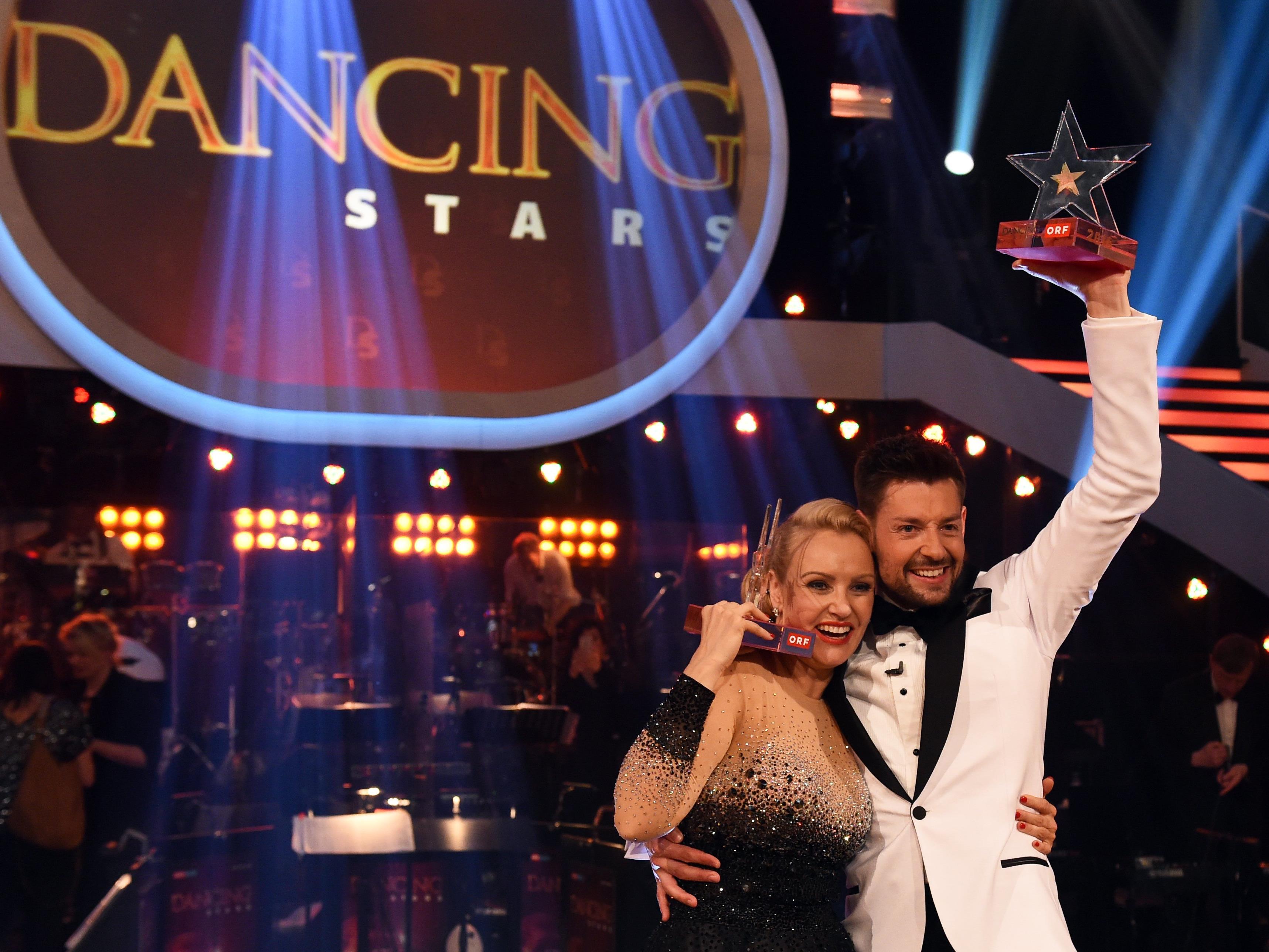Verena Scheitz krönt sich zum Dancing Star 2016.