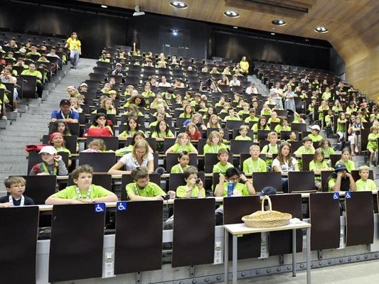 Die KinderUni Wien macht Sieben- bis Zwölfjährigen Lust auf Wissenschaft.
