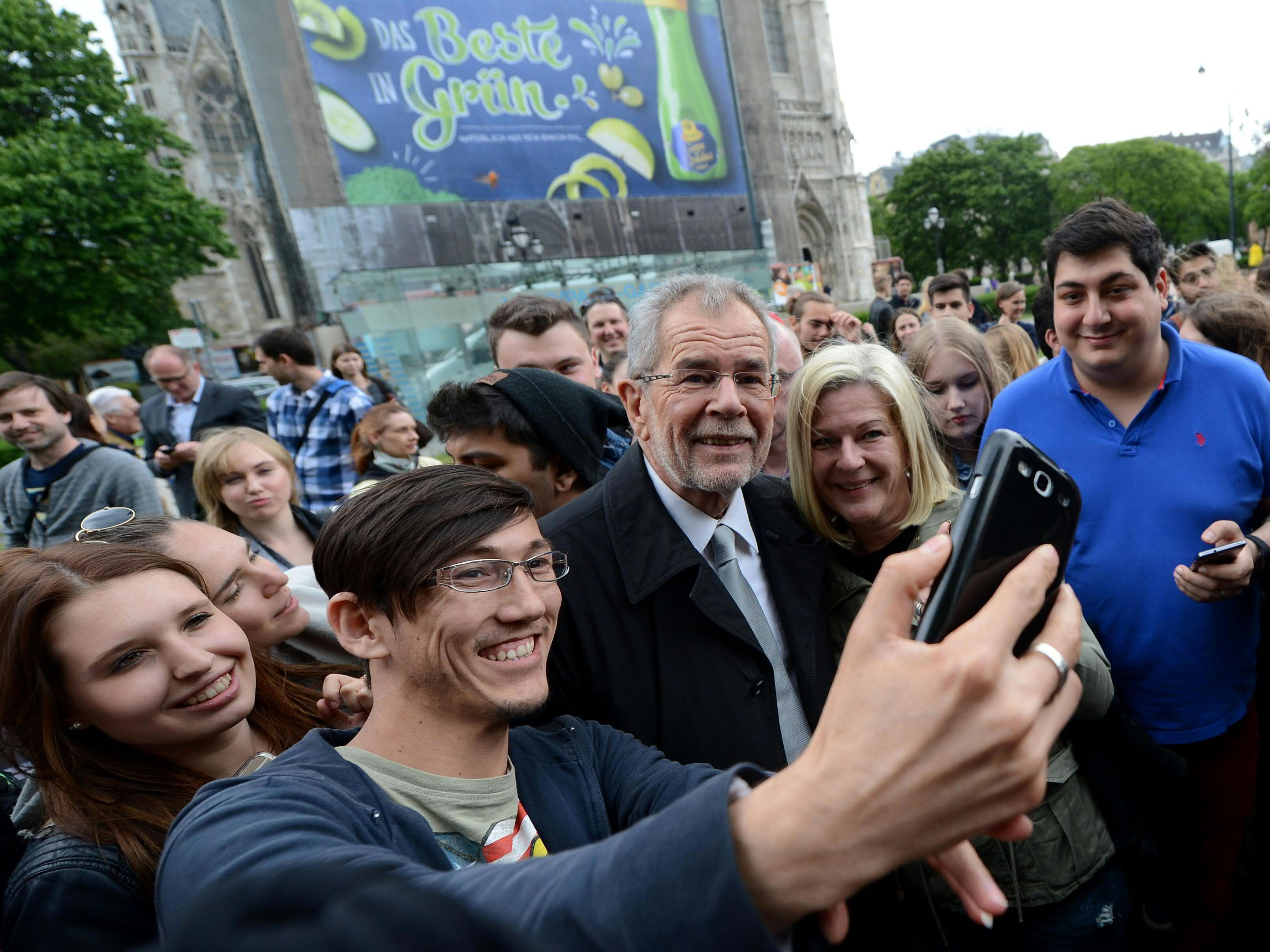 Alexander Van der Bellen als beliebtes Selfie-Motiv.